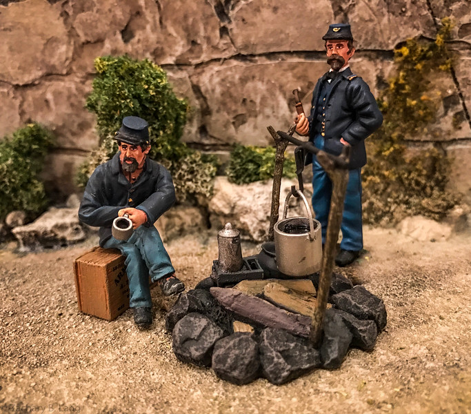 """""""A Cup of Coffee"""" Two Federal Infantry at Campfire-Wm  Britains-31070"""