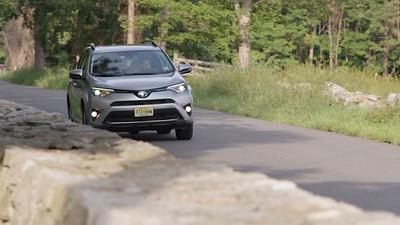 2017 Toyota RAV4 AWD Platinum Driving Reel