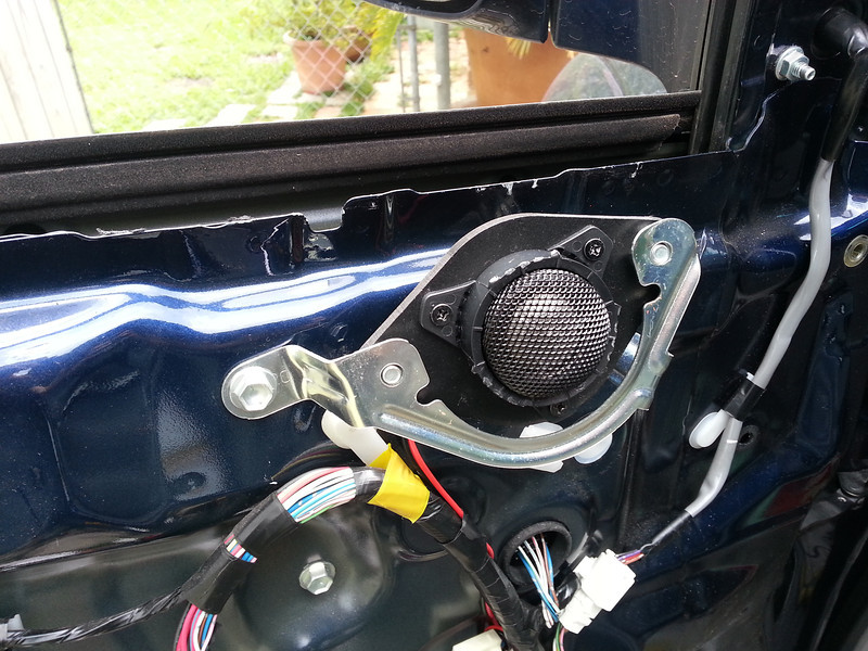"""Aftermarket tweeter and tweeter adapter plate  from  <a href=""""http://www.car-speaker-adapters.com/items.php?id=SAK009""""> Car-Speaker-Adapters.com</a>"""