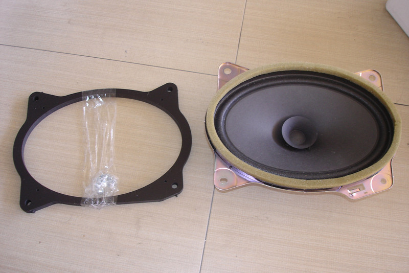 "OEM speaker compared to speaker adaptor ring  from  <a href=""http://www.car-speaker-adapters.com/items.php?id=SAK008""> Car-Speaker-Adapters.com</a>"