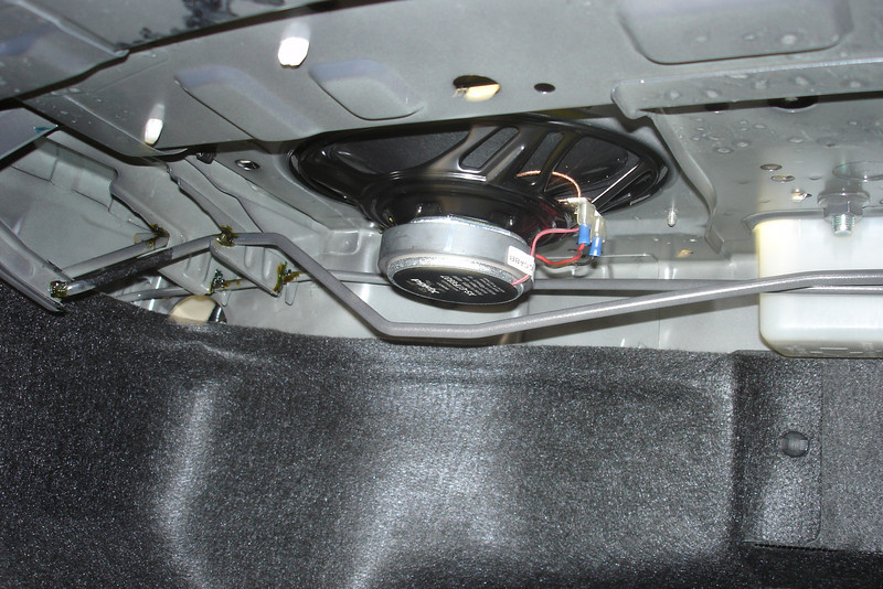 "Trunk view: Aftermarket speaker and speaker adaptor ring     from  <a href=""http://www.car-speaker-adapters.com/items.php?id=SAK008""> Car-Speaker-Adapters.com</a>   installed"