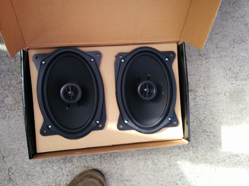 "Aftermarket speakers mounted to speaker adapter plates  from  <a href=""http://www.car-speaker-adapters.com/items.php?id=SAK008""> Car-Speaker-Adapters.com</a>"