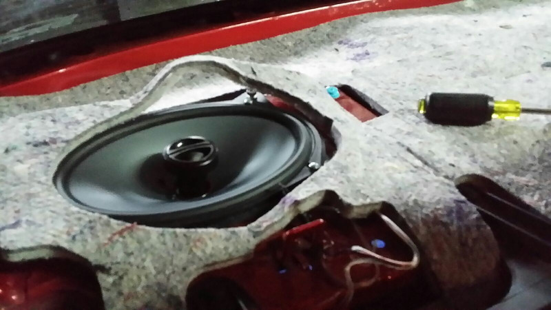 "Aftermarket speaker and speaker adapter  from  <a href=""http://www.car-speaker-adapters.com/items.php?id=SAK008""> Car-Speaker-Adapters.com</a>   installed"