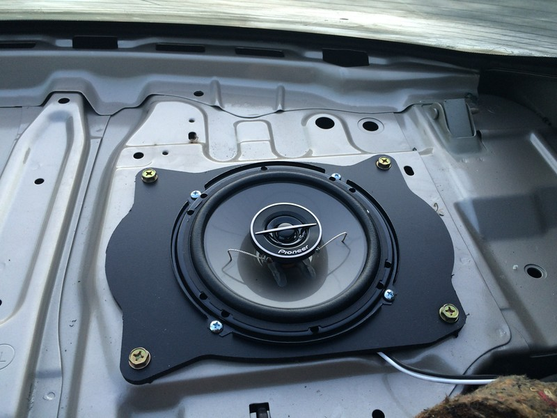 """Aftermarket speaker and speaker adapter from  <a href=""""http://www.car-speaker-adapters.com/items.php?id=SAK008""""> Car-Speaker-Adapters.com</a>   installed on rear deck"""
