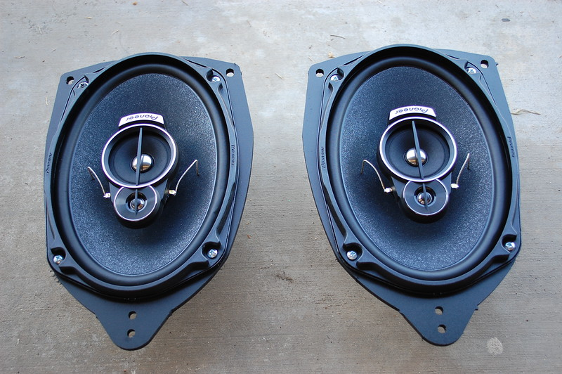 "Aftermarket speakers mounted to speaker adapters from <a href=""http://car-speaker-adapters.com/items.php?id=SAK007""> Car-Speaker-Adapters.com</a>"