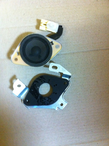 """OEM tweeter compared to tweeter adapter from    <a href=""""http://www.car-speaker-adapters.com/items.php?id=SAK009""""> Car-Speaker-Adapters.com</a>"""