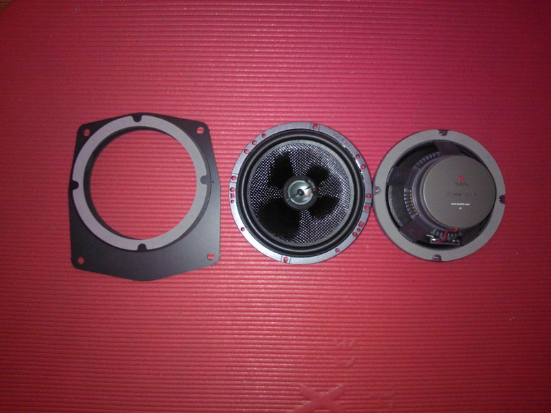 """The adapter  from <a href=""""http://www.car-speaker-adapters.com/items.php?id=SAK034""""> Car-Speaker-Adapters.com</a>   and speaker"""