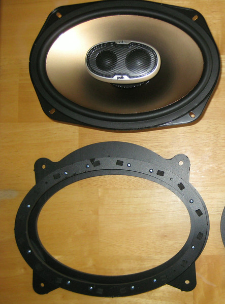 "Top: Aftermarket speaker <br> Bottom: Speaker adapter  from  <a href=""http://www.car-speaker-adapters.com/items.php?id=SAK010""> Car-Speaker-Adapters.com</a>"