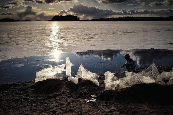 Aurinko Leikkii Jäällä