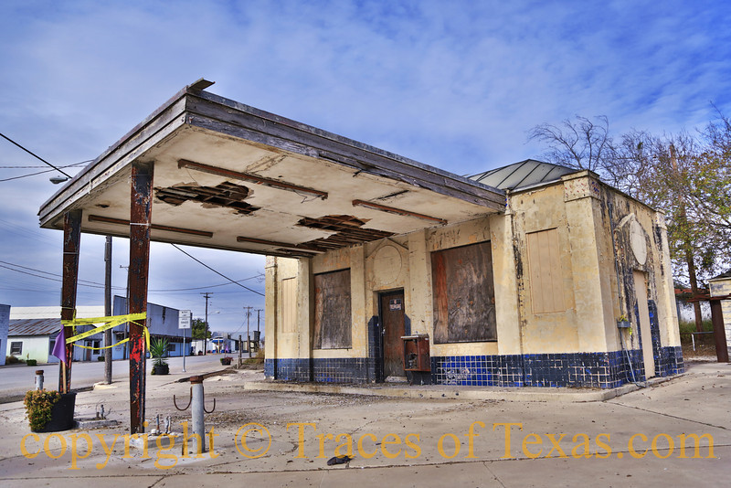 Title: Humbly Yours<br /> <br /> Among all of the old, bombed-out gas stations that I see, the Humble Oil ones are my favorites. I love their distinctive design. <br /> <br /> Runge, Texas