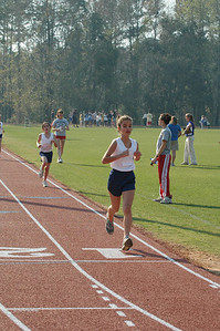 3:29 Andreia leads Merina at 800m.
