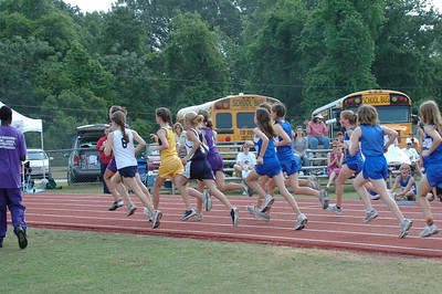 I miss the start of the Girls' 1600m. (Turns out this is 0:05 after the start.) What to do to get accurate splits for the following photos? Let's see . . .