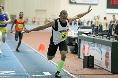 Cambridge flies to a 4x200m state open win.