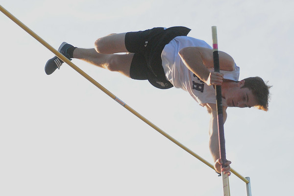 Doug Young Pole Vault Champ 2017 Mon Cty