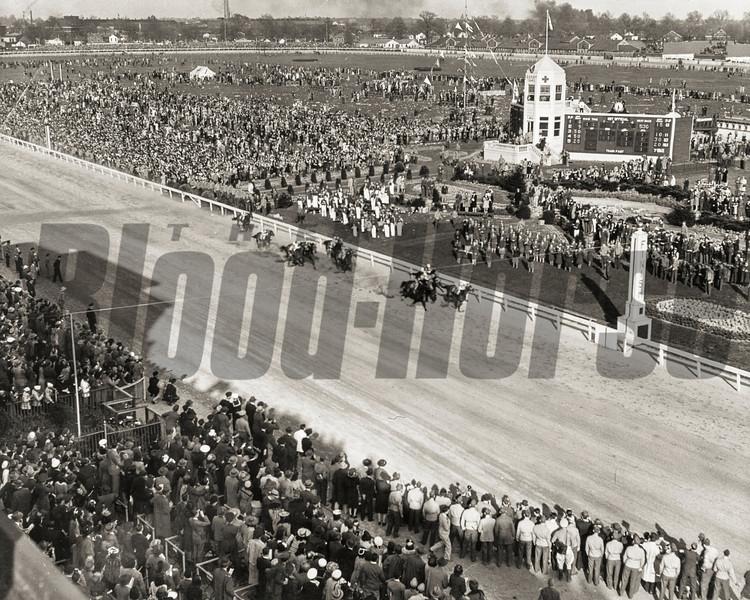 Count Fleet winning the 1943 Kentucky Derby at Churchill Downs.