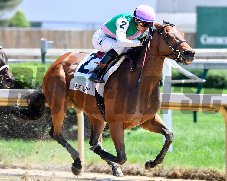 Paulassilverlining, Jose Ortiz aboard, turns for the stretch run in the 31st running of The Humana Distaff (G1).
