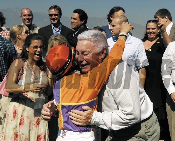 BREEDERS CUP 2003 ANNE EBERHARDT <br /> Juvenile B. Wayne Hughes gets a hug from Julie Krone (Siphonizer)