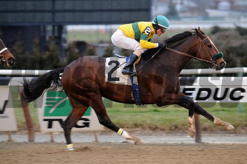 Saratoga Snacks wins the Alex M Robb Stakes.<br /> Photo by Coglianese Photos