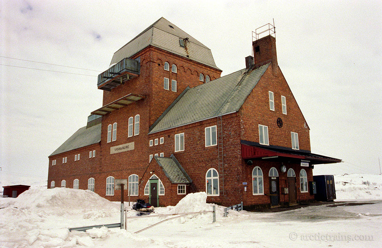 Vassijaure station- and powerhouse 1998-04-13 by TS