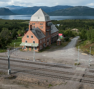 Torneträsk combined station bulilding and transformer station, build before 1915. Photo 2014-08-26 by Terje Storjord