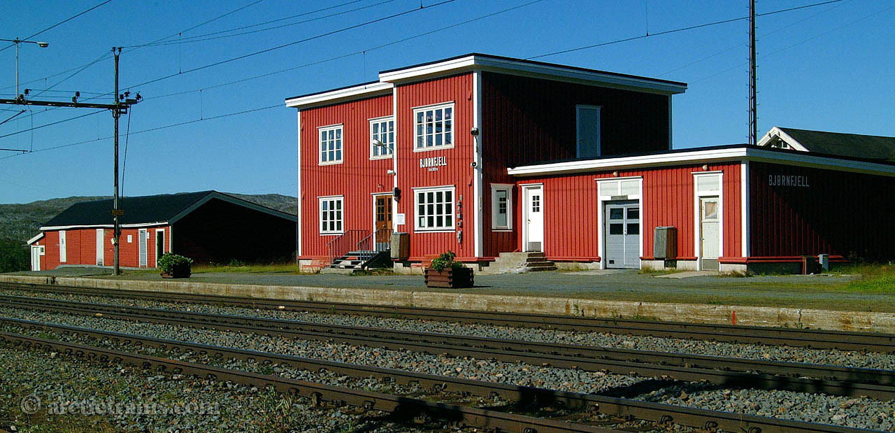 Bjoernjell station house 2001-08-20 by TS