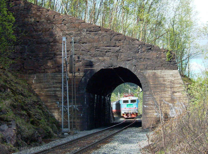 Green Cargo Rc6 Arctic Rail Express Ofotbanen Stone Arch 2006-05-29 by TS