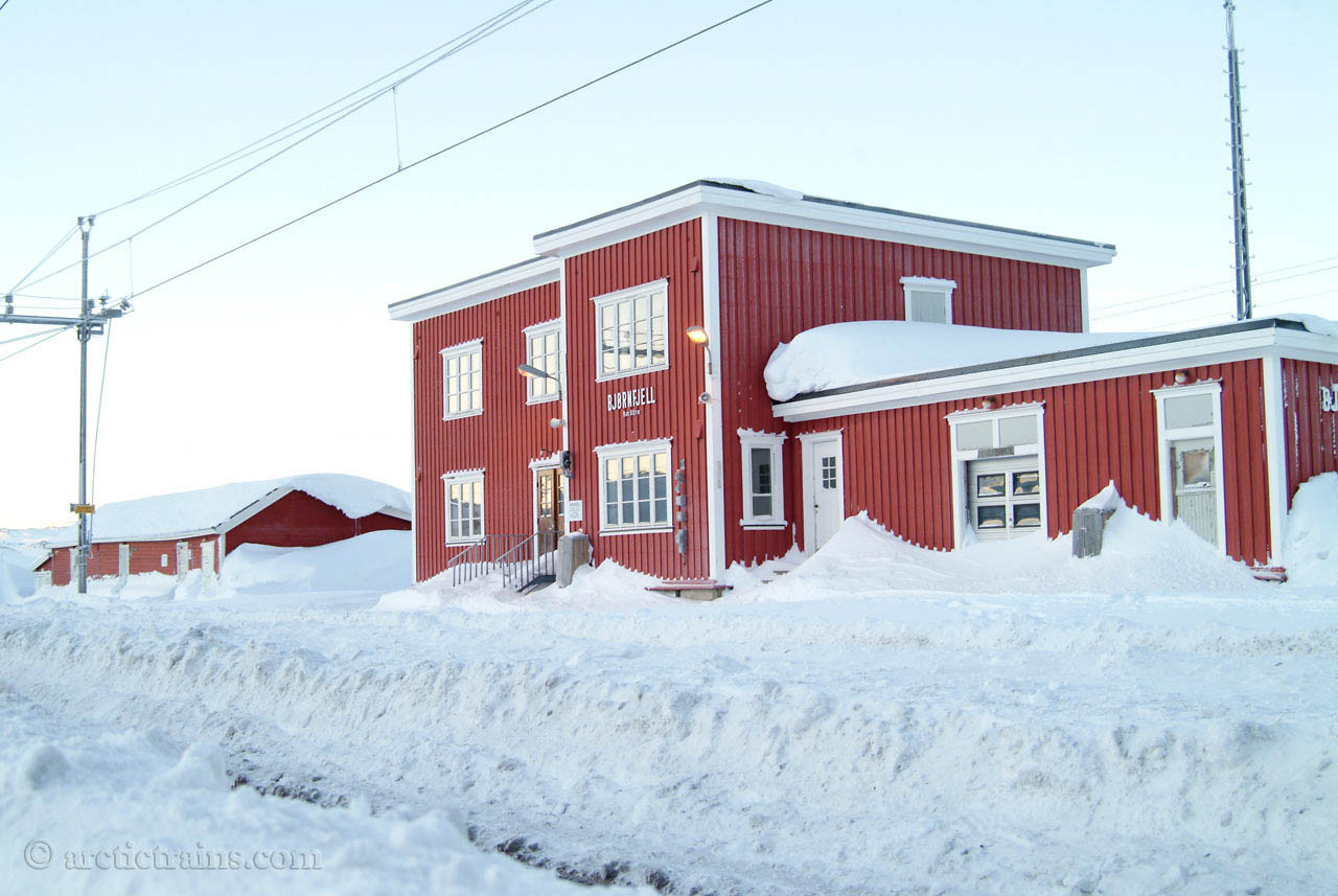Bjoernfjell station house 2005-02-14 by TS