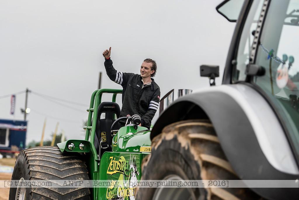 F20160604a203602_1543-John Deere 5020-Green Gangster Deere-parade