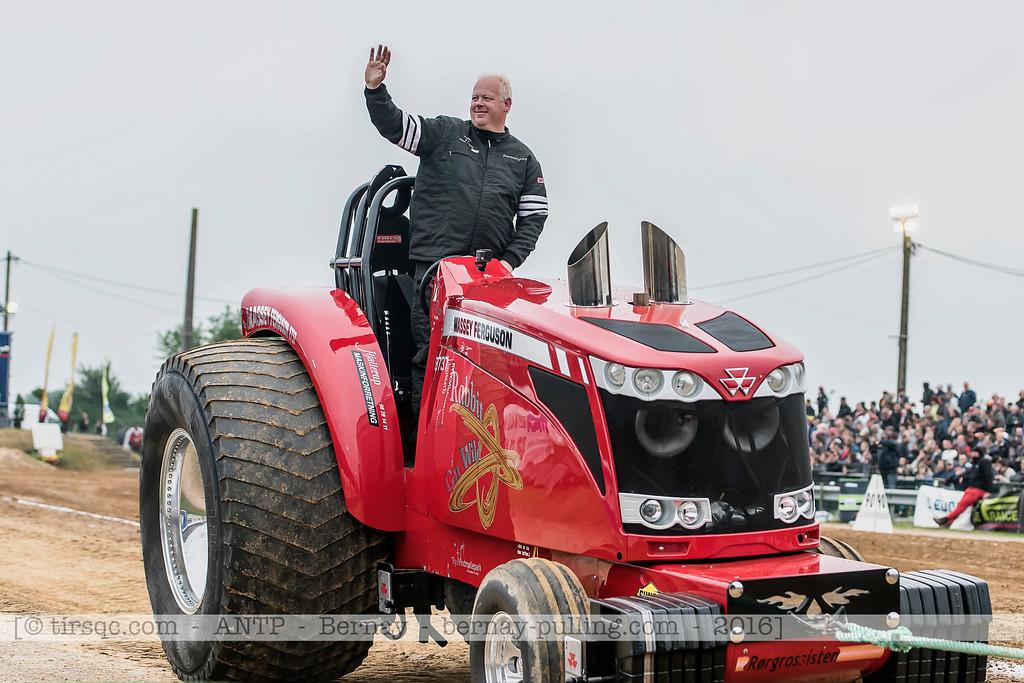 F20160604a210232_1709-Massey Ferguson 8737-Rabbit G'n Wild-parade