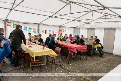 F20160604a130025_0815-le déjeûner des volontaires