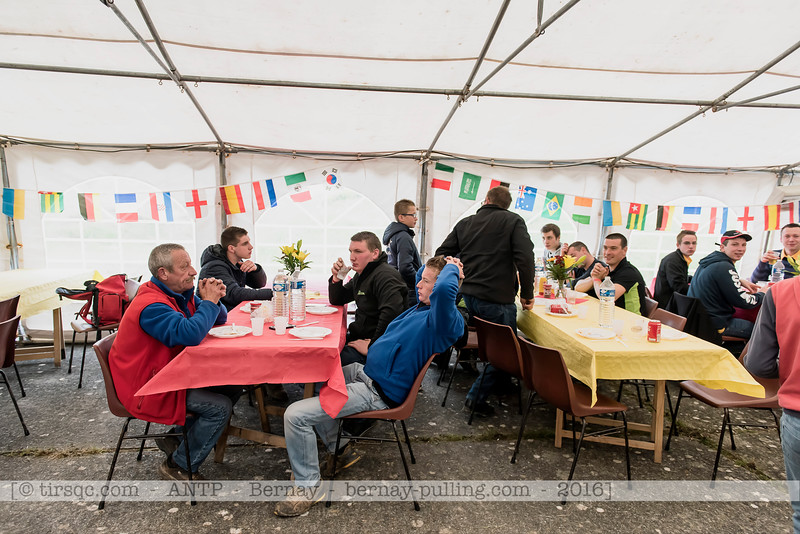 F20160604a130029_0816-le déjeûner des volontaires