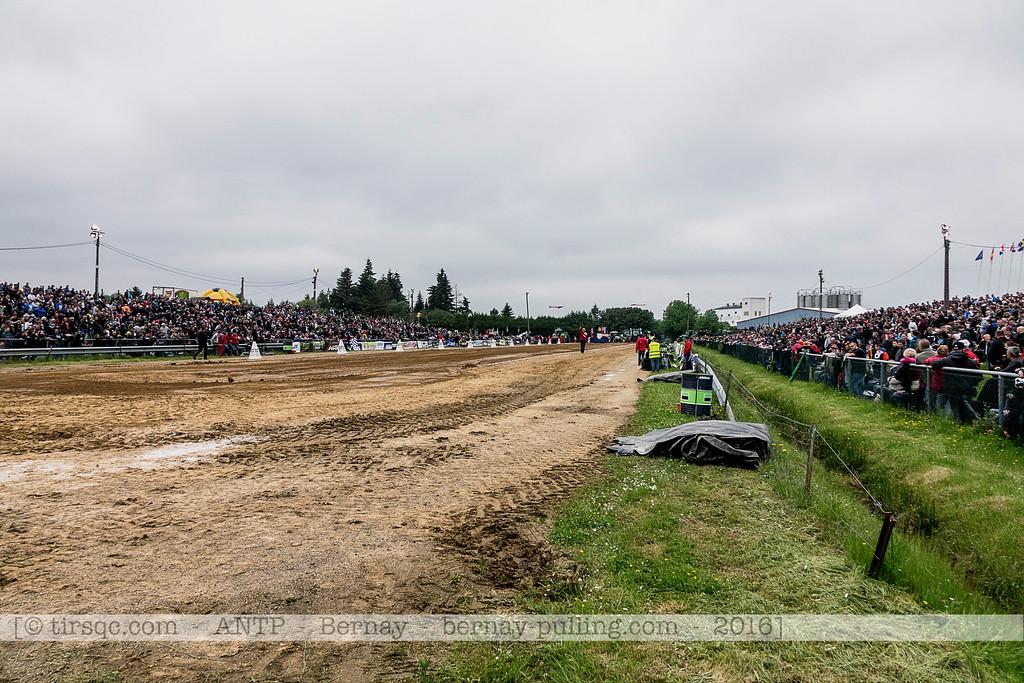 F20160604a152116_1906-piste et foule