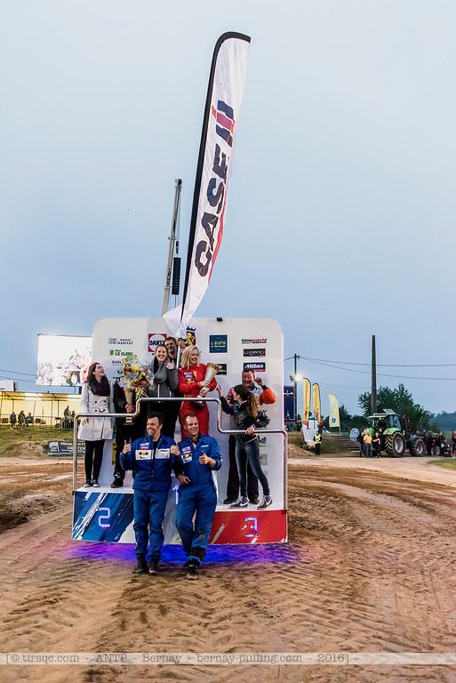 F20160604a220716_1979-podium