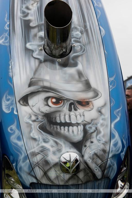 F20160604a122240_0685-New Holland-skull