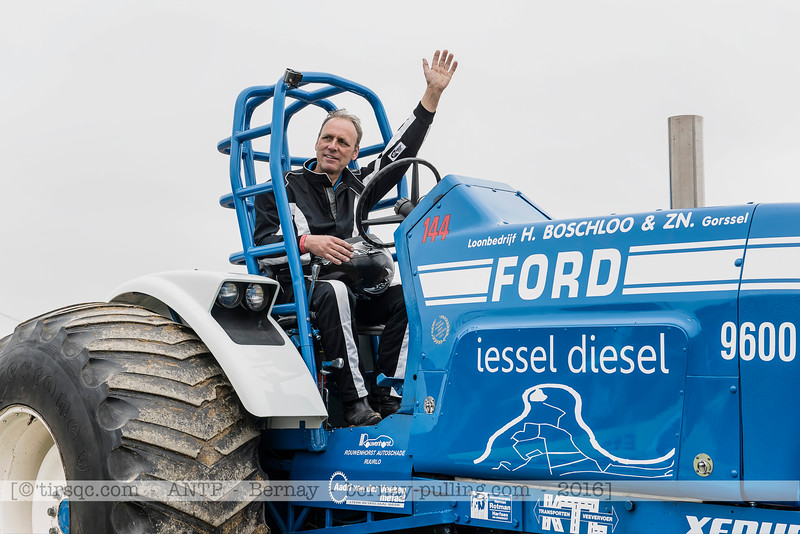 F20160604a142754_0898-Ford 9600-iessel diesel-parade