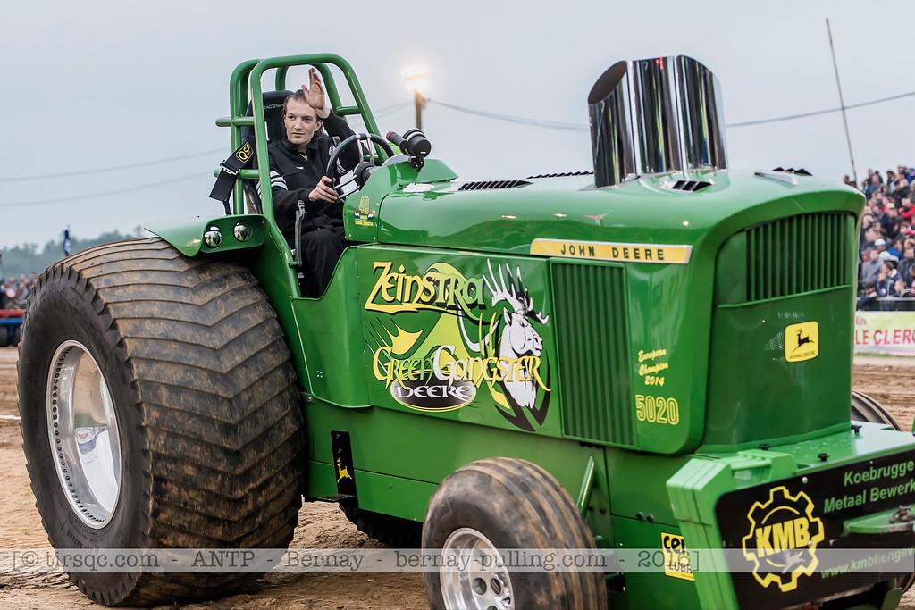 F20160604a213904_1860-John Deere 5020-Green Gangster Deere-parade