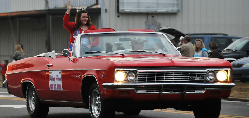 Red Chevy convertible.  Love that car.