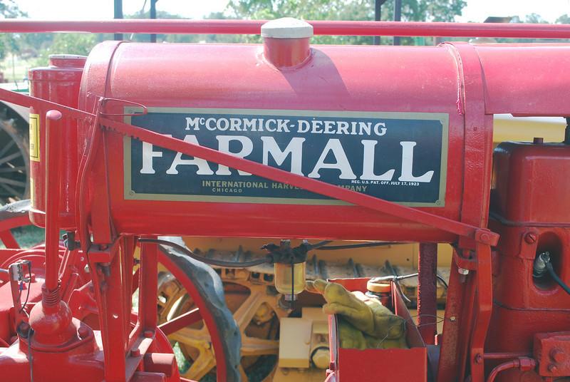 IH Farmall  fuel tank lf