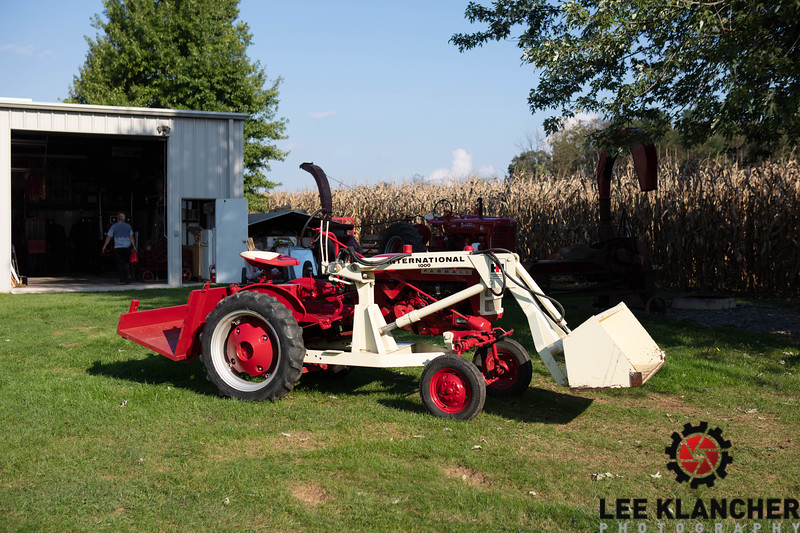 1963 Farmall Cub with 1000 Loader - Larry Kerns