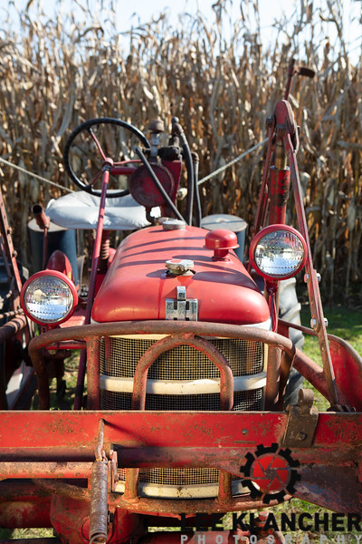 Farmall Cub with TwinDraulic Loader (original)