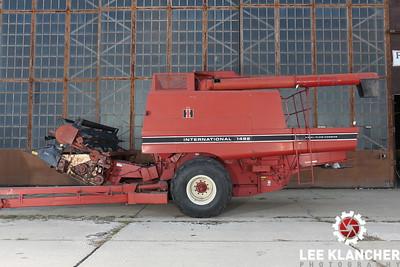 International Harvester 1482 Combine