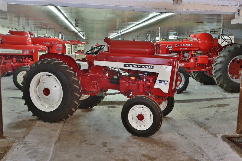 One of two principal variants of the Model 404, this lovely utility is equipped with the LP version of the C-135 engine. Huber Brothers tractor collection / Lee Klancher