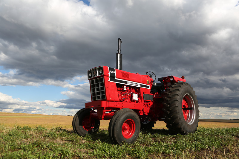 1976 Black stripe 1066 owned by Josh Olson of Minnesota. This tractor has a stock engine that puts out 300 horsepower at 3,300 rpm, and has won more than 70 trophies pulling in the farm stock class.