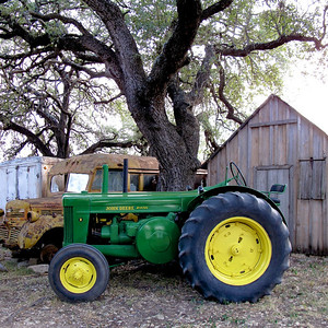 Images from Charles Klein shoot on 8/28/20091951 John Deere Model R owned by Charles Klein of Stonewall, Texas.
