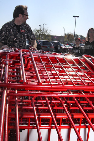Carlo wrangles more carts for Cowboy Glenn's roundup. IMG_0515_3