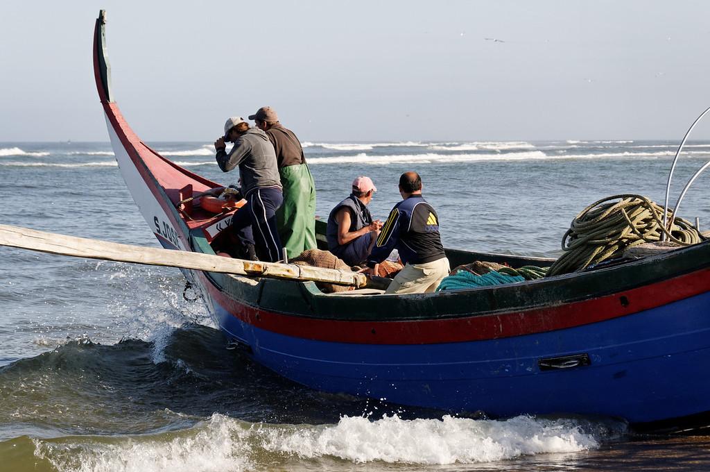 Arte Xavega<br /> 1. levar o barco até ao mar