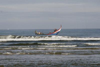 Arte Xavega 4. entrar pelo mar dentro para lançar as redes