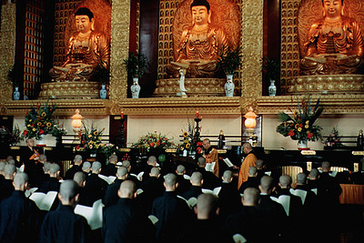 Mast Hsing Yun Overseeing the Ordination of Novices Taking Full Vows