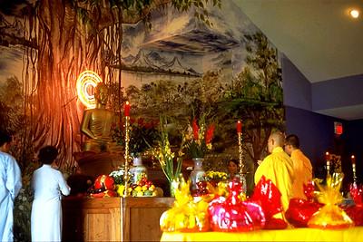 Ceremony at Chua Vien Giac Buddhist Temple (Oklahoma City, OK)