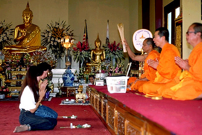 Buddhists Make Offerings to the Sangha at Wat Thai (North Hollywood, CA)